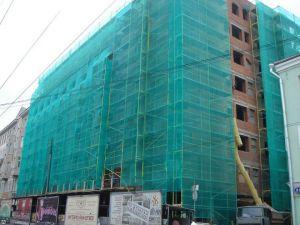 Ограждение зданий сеткой из пвх