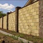 Забор из блоков рваный камень – имитация средневековья