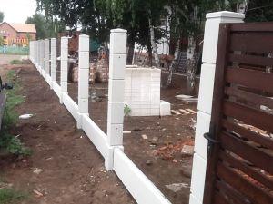 Бетонные столбы для деревянного забора