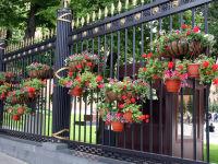 Установка горшочков с цветами