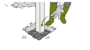 Один из способов установки опоры для забора на хорошем грунте