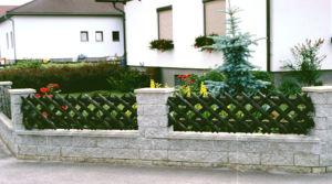 От пластиковых видов заборов для частных домов до вариантов из натурального или искусственного камня