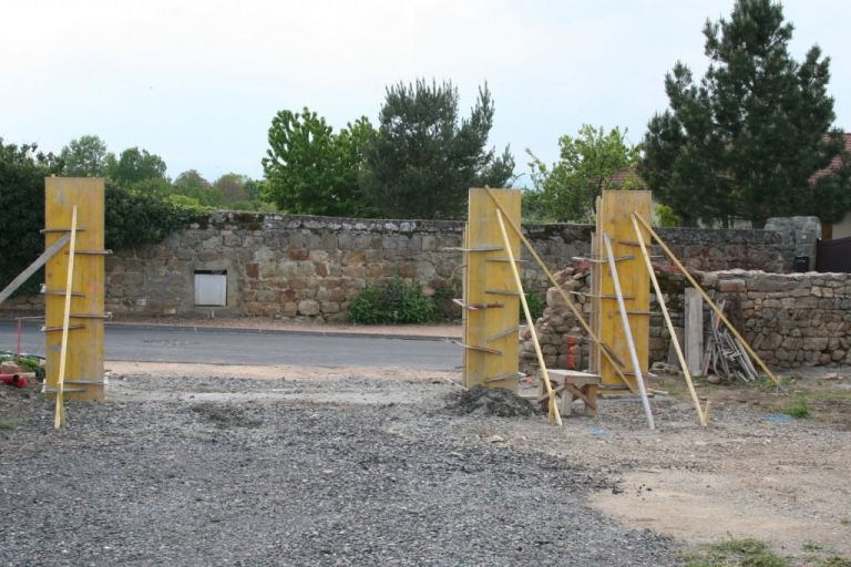 Бетонные столбы для забора. Изготовление столбов из бетона своими руками