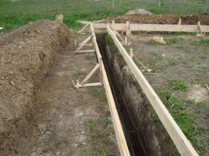 Подготовка траншеи для монолитного сооружения