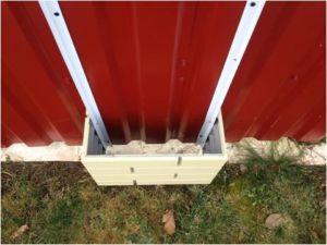 Фото правильного монтажа ПИКС панелей на столбы забора из металлопрофиля