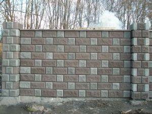 Бетонный рваный камень под забор