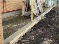 Создание бетонного цоколя для забора