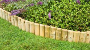 Обустройство клумбы деревянным декоративным забором