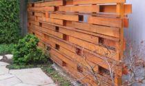 Декоративный забор из дерева: оформление, узоры, декор