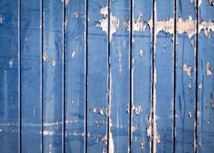 Вид старого деревянного ограждения
