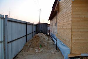 Обзор правил об отступах от забора при строительстве