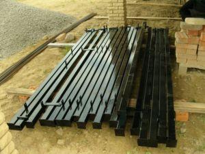 Столбы для изготовления каркаса забора из поликарбоната