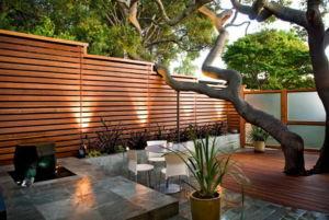 Шесть интересных видов декоративных заборов из дерева