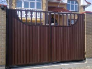 Оригинальная конструкция ворот из профлиста своими руками