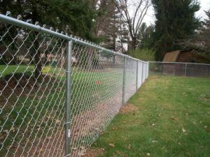 Материал и высота ограждения между дачными участками соседей