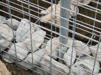 Забор из камней в сетке: установка