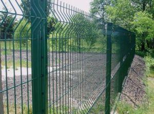 Ограждение из сварной зеленой сетки применяется для различных территорий