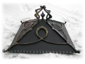 Крышка с ковокй для столба окрашенная методом патинирования