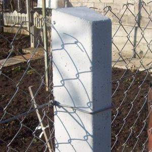 Применение бетонных опор для сетчатых ограждений