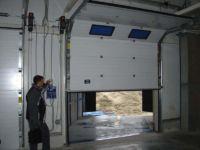Привод для секционных ворот: ручной, цепной и эл