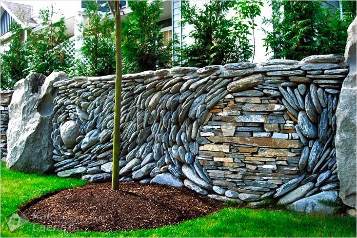 забор из натурального камня. фото