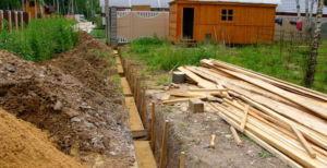 Подготовка фундамента для каменного оградительного сооружения