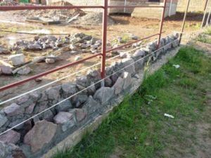Применение песчаника для возведения оградительного строения