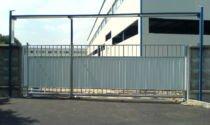 Ворота из кирпича: различные виды и материал обшивки