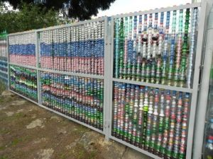 Как правильно сделать забор из пластиковых бутылок своими руками